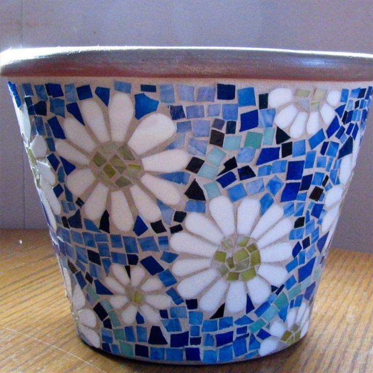 Мозаичные горшки для цветов