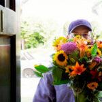 Как работает служба доставки цветов